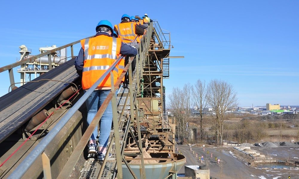 Höhentest: Begehung der 25 Meter hohen Wäsche der GLÖCKLE Baustoffwerke