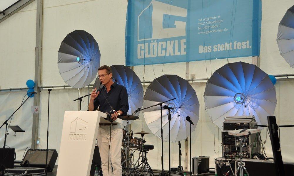 Schweinfurts Oberbürgermeister Sebastian Remelé hält eine Ansprache zum 110-jährigen Jubiläumsfest