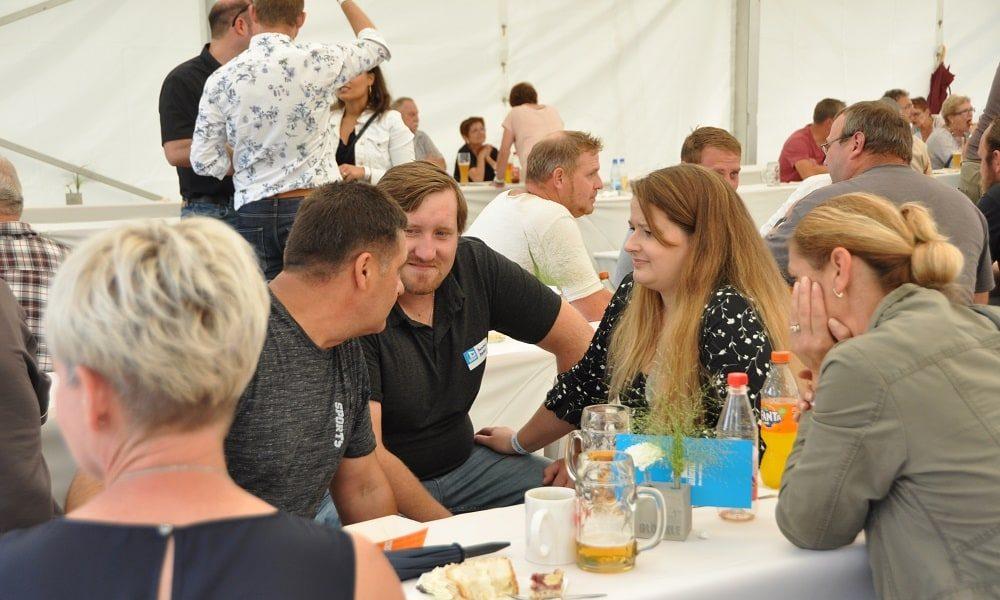 Mitarbeiter mit Familien, Gäste und Vertreter aus Politik folgten der Einladung zum Glöckle Sommerfest