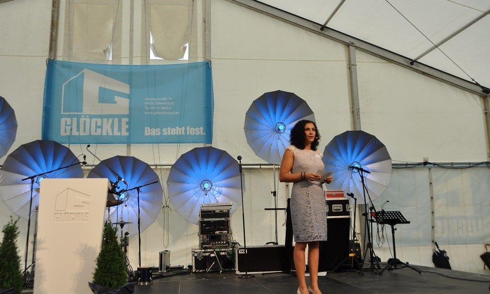 Selena De Léon moderierte das Glöckle-Jubiläumsfest
