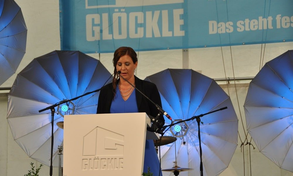 Carolin Glöckle eröffnet das Jubiläumsfest