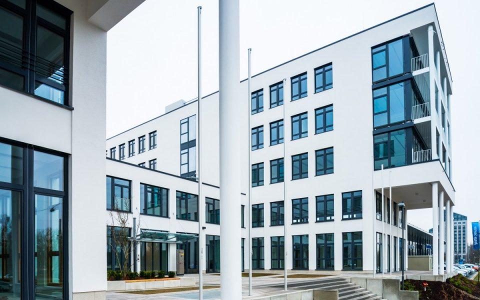 Detailaufnahme des neuen modernen Bürogebäudes in Nürnberg