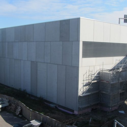 Fassadengestaltung mit Sandwichwänden aus Stahlbeton für ein modernes Erscheinungsbild