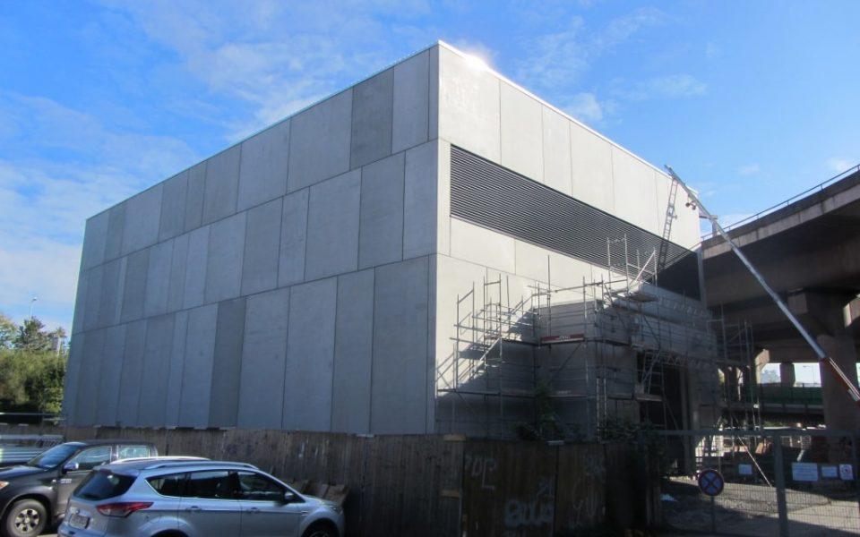 Neubaufassade mit Sandwichwänden aus Stahlbeton