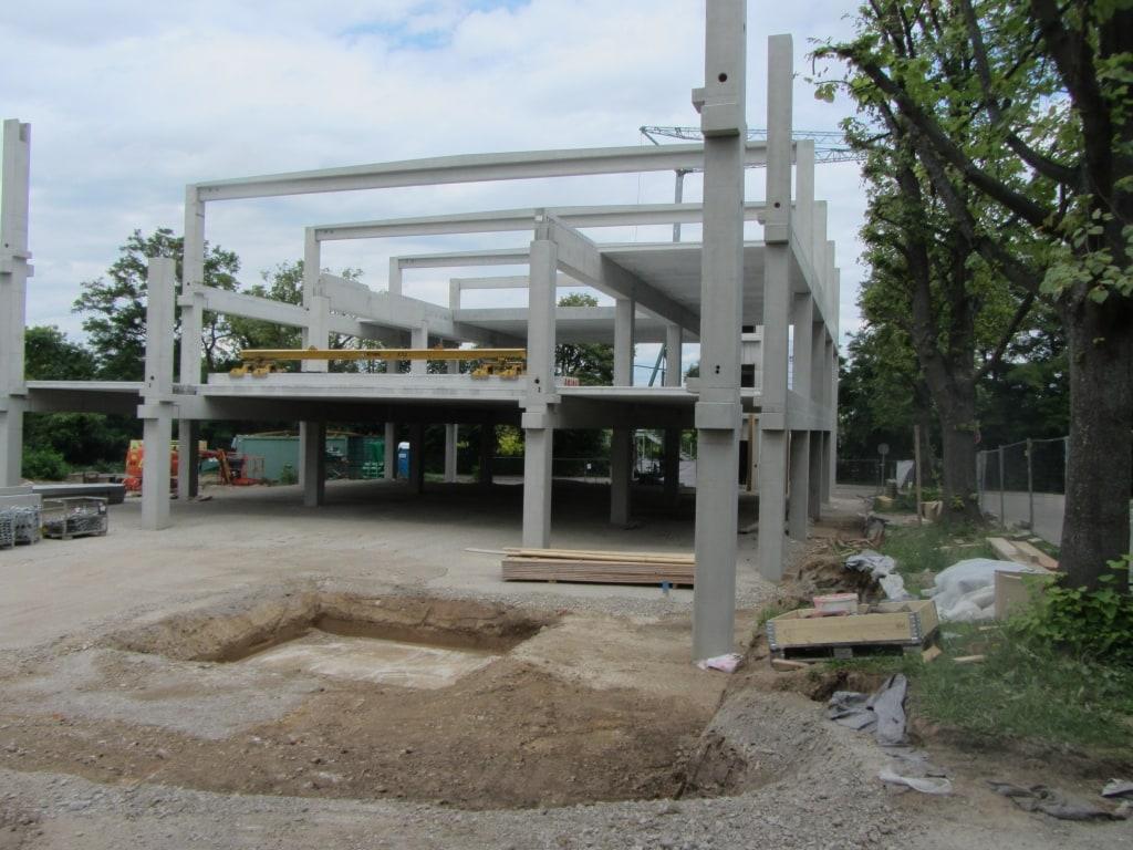 Montage von Stahlbetonfertigteilwänden in Waiblingen