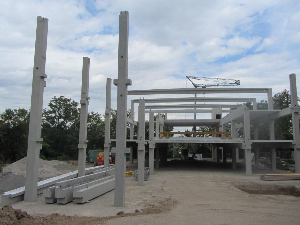 Neubau eines Fitnessstudios mit Stahlbetonstützen, Stahlbetonträgern und Stahlbetondecken in Waiblingen