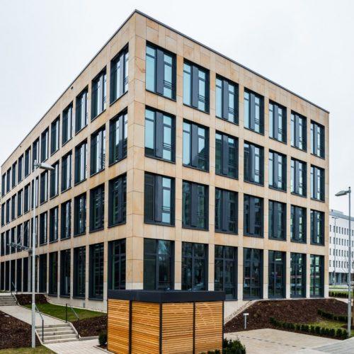 Neubau eines Bürogebäudes mit Natursteinfassade in Nürnberg