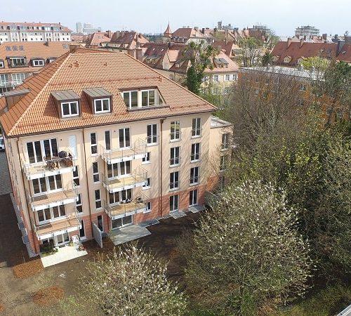 Ansicht des neuen Mehrfamilienhauses in München