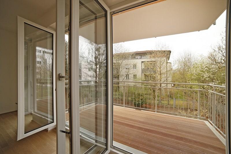 Austritt auf den Balkon vom Wohnzimmer aus