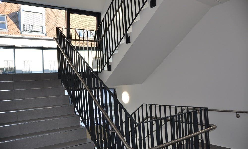 Geräumiges Treppenhaus im neuen Jobcenter
