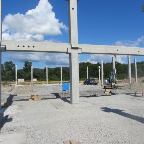 Montage von Stahlbetonfertigteilstützen in Alzenau