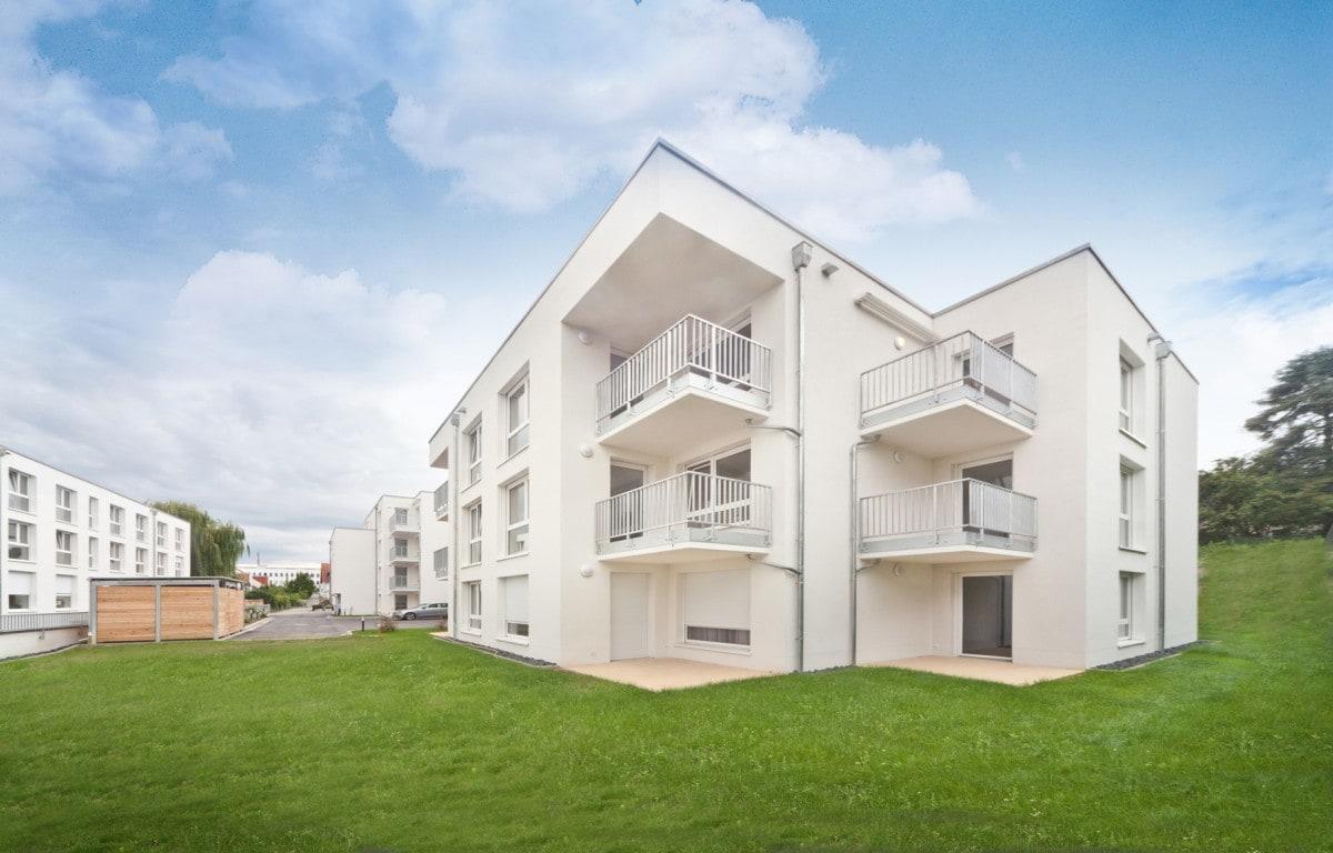 Außenansicht mit Balkonen und Terrassen des neuen Seniorenzentrums in Bad Vilbel