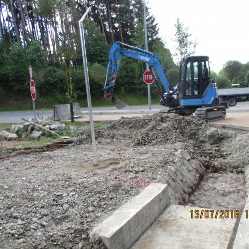 Erd- und Tiefbauarbeiten zum Ausbau Straße bei der US Kaserne Katterbach