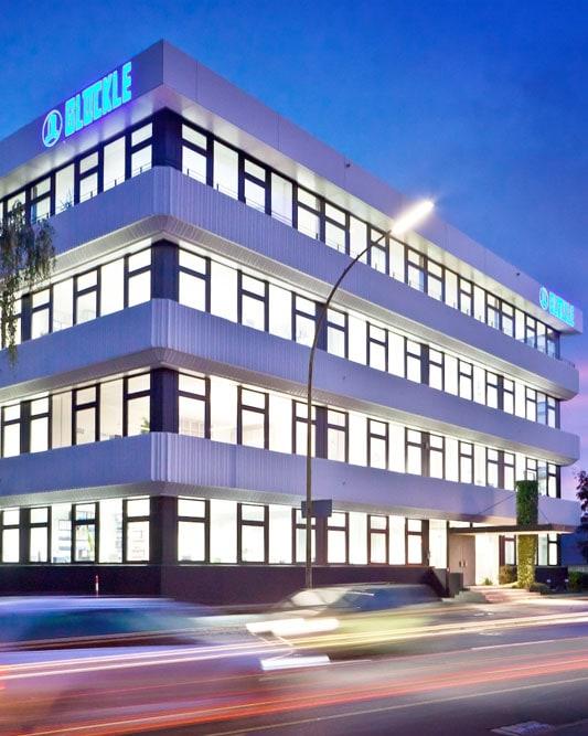 GLÖCKLE Verwaltungsgebäude in Schweinfurt bei Nacht