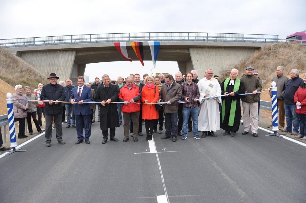 Feierliche Verkehrsfreigabe der Ortsumfahrung Rüdenhausen mit Vertretern aus Politik und Wirtschaft