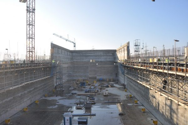 Blick von oben auf die neue Bereitsstellungshalle in Grafenrheinfeld