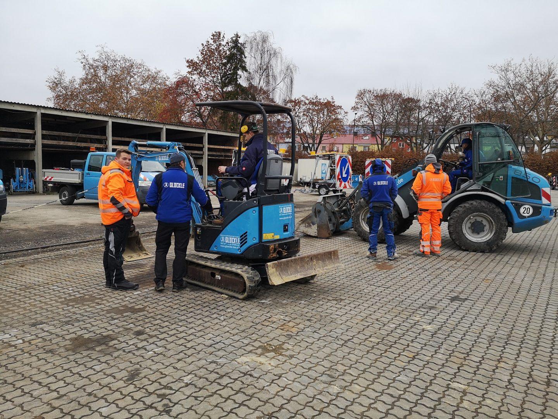 Den sicheren Umgang mit Baumaschinen und Geräten lernen unsere gewerblichen Azubis am Glöckle Azubitag