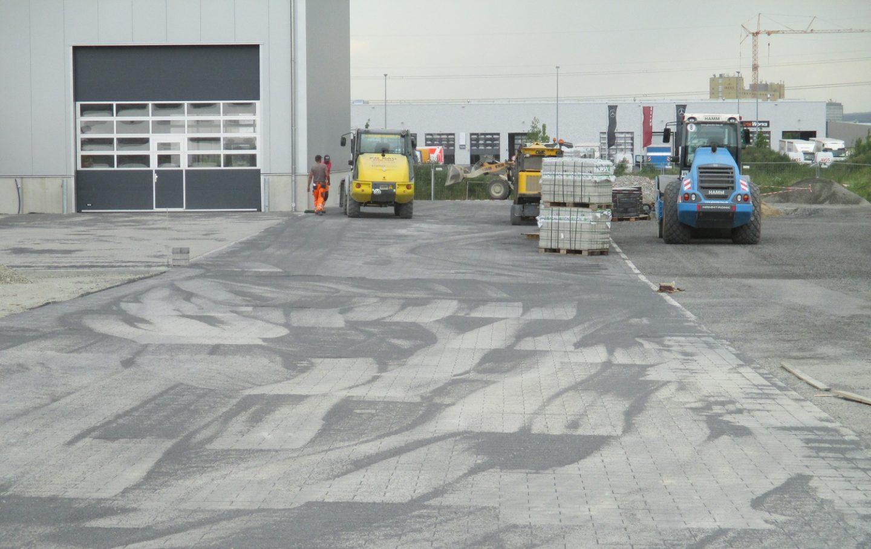 Pflasterarbeiten auf dem neuen Gelände von Beutlhauser in Schweinfurt