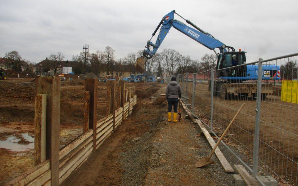 Tiefbaumaßnahmen mit Glöckle-Baugeräten in der Ledward-Kaserne