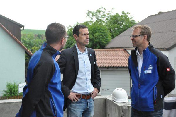 GLÖCKLE-Mitarbeiter im Gespräch