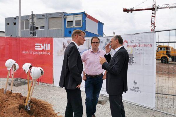 Im Gespräch: Glöckle Geschäftsführer Bernd Supthut, Oberbürgermeister Dr. Florian Janik und Techn. Vorstand Joseph-Stiftung Reinhard Zingler